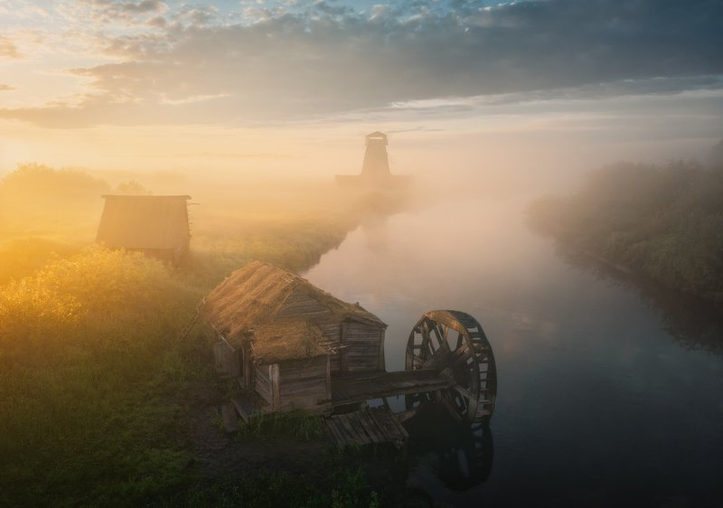 Утренний пейзаж с мельницами photo preview