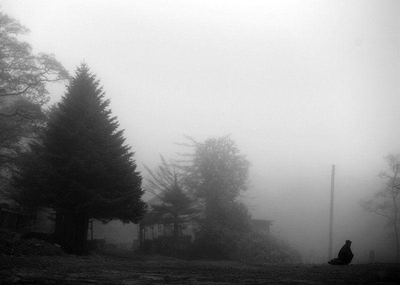 Над землей стелился туман Лишь смирение О жизни воспоминаниеphoto preview