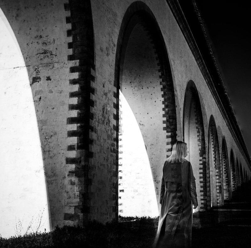 девушка,архитектура,свет,тень Ночи плащ луной заплатанphoto preview