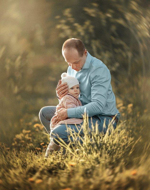 семейное фото, папа и дочка У папы под крылышкомphoto preview