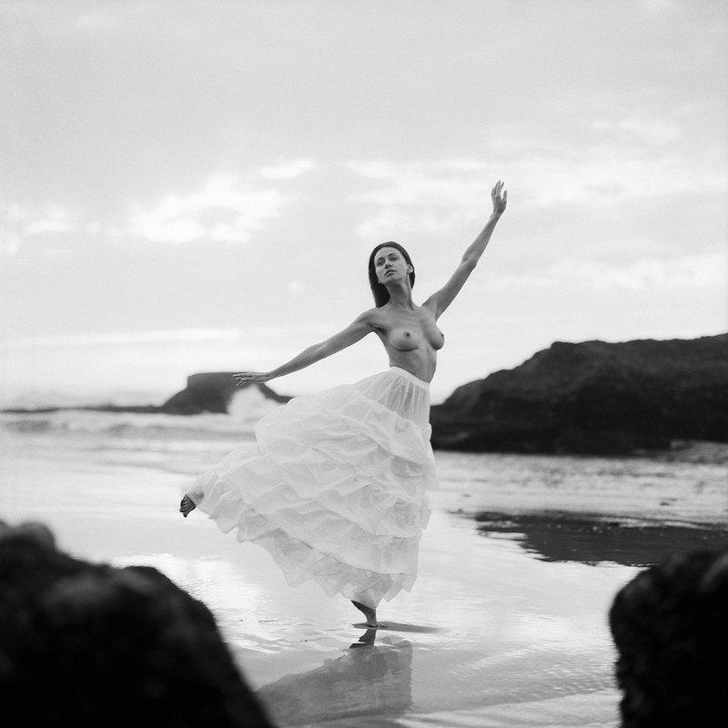 akt, nude, analog, women, ninoveron, olga alberti, hasselblad, maroko, morocco, bw, 6x6, Olgaphoto preview