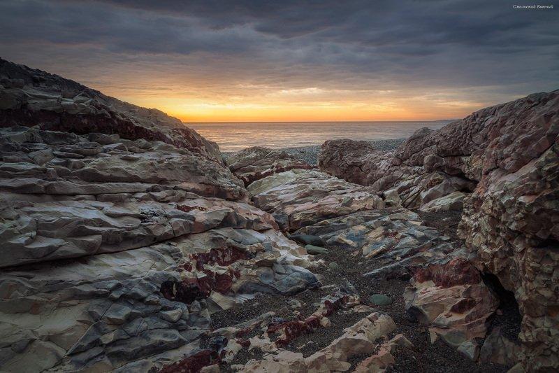 закат, море, пляж, вечер, абхазия, камни Разгорался закатphoto preview