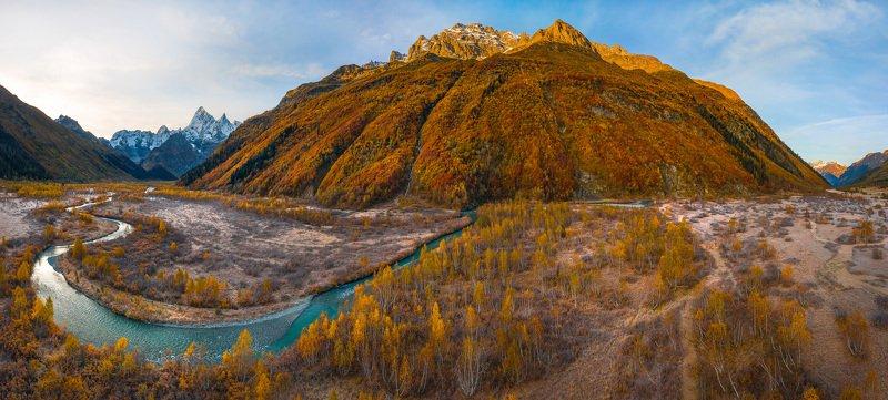 горы, гора, домбай, рассвет, осень, гоначхирском ущелье, клухор, река, водоём, тебердинский государственный природный биосферный заповедник, кавказ, хребет, вершина, берёзы, берёза, кавказский хребет, Осенняя река Клухорphoto preview