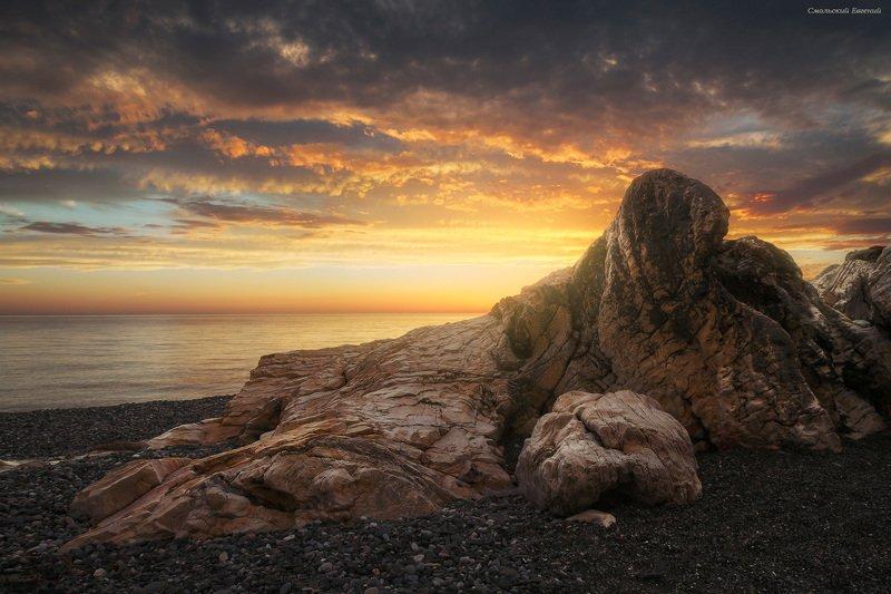 закат, море, пляж, вечер, абхазия, камни Каменный моржphoto preview