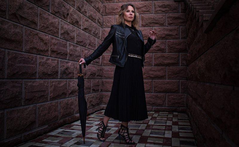 дама в черномphoto preview