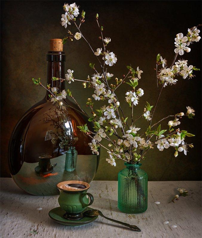 still life, натюрморт,    винтаж,    цветы,  ветка, весна, кофе, аромат, бутыль, отражение, натюрморт с чашечкой кофе и весенней веточкойphoto preview