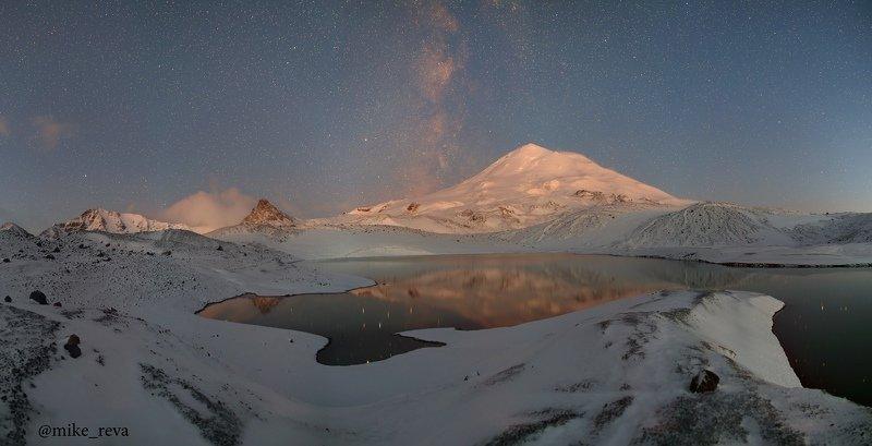 ночь эльбрус ночной пейзаж астрофотография звезды созвездия С Эльбрусом наединеphoto preview
