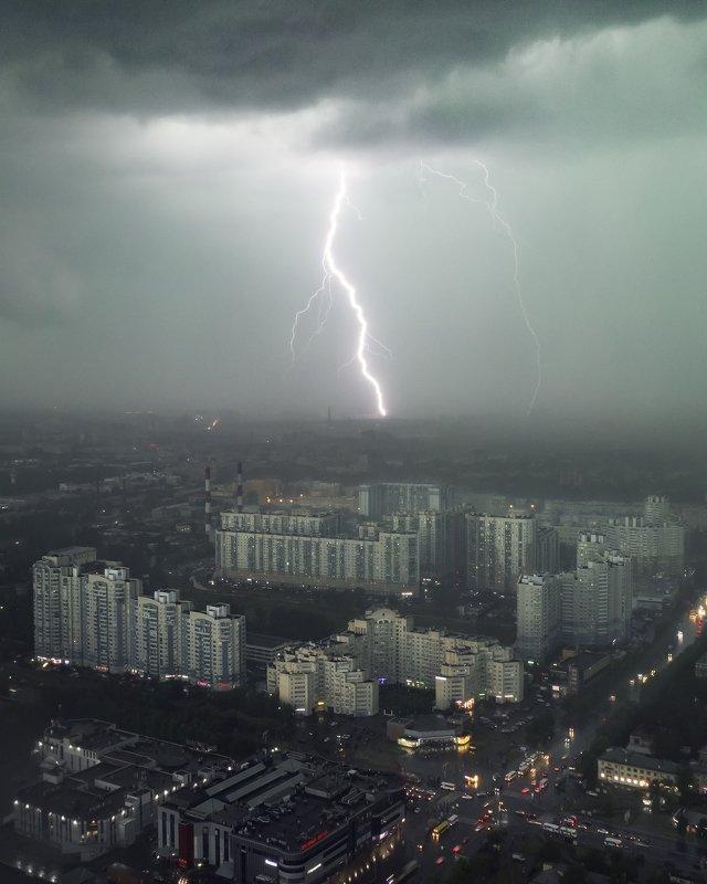 Молния над академическойphoto preview