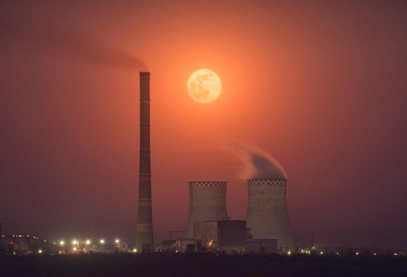 Red moon rising фото превью