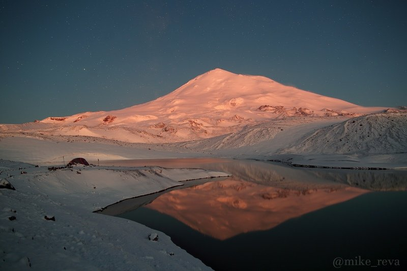 ночь эльбрус ночной пейзаж астрофотография звезды созвездия Хрустальное утроphoto preview