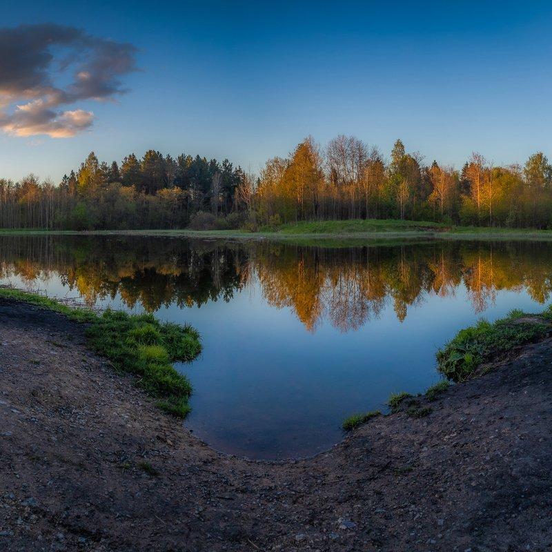 закат, вода, отражения, весна, май, тепло, вечер, небо, лес, озеро, берег, трава, облака, пейзаж, камни Отражения на закатеphoto preview