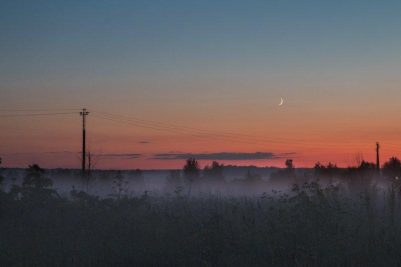 Туманный заход луныphoto preview