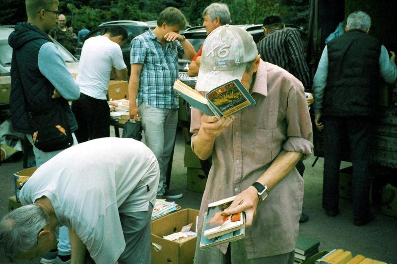 город, улица, люди чтениеphoto preview