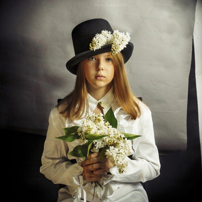 сирень, детское фото постановочное фото  Белая сиреньphoto preview