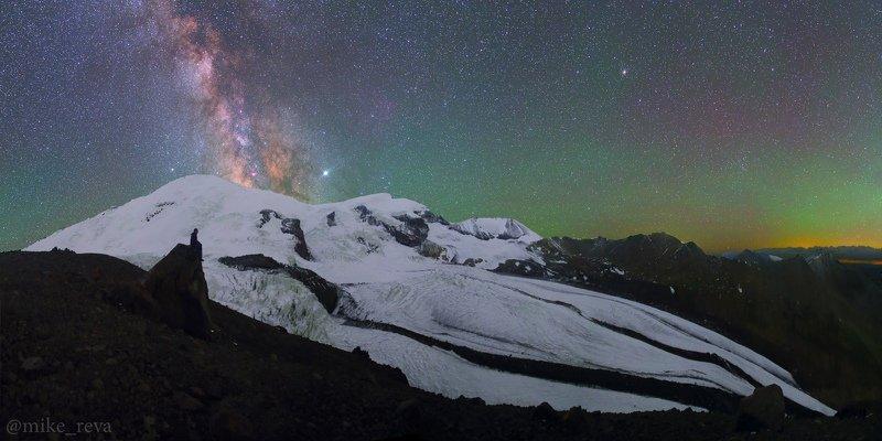 ночь эльбрус ночной пейзаж астрофотография звезды созвездия Слушая ледникиphoto preview