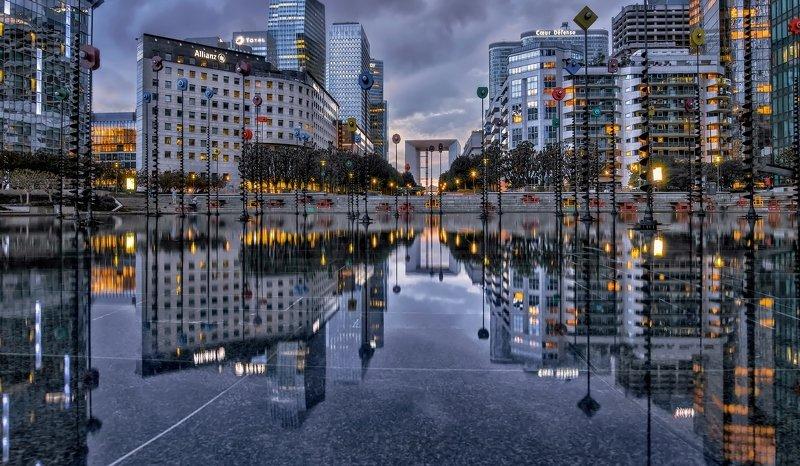 город,архитектура.бассейн,отражения. После дождя.photo preview