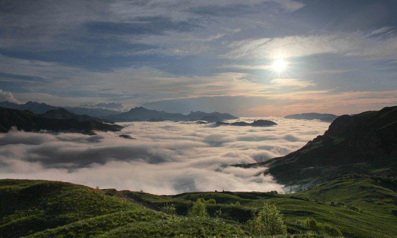горы,туман,вершины,пейзаж,небо,деревья,чечня,природа Горный пейзаж..photo preview