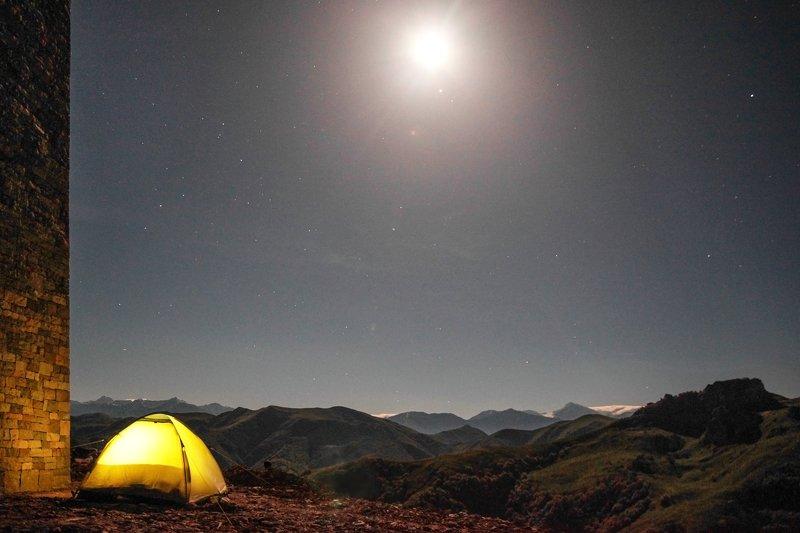 ночь,чечня.башня,палатка,луна.звёзды. Лунная ночь в горах..photo preview