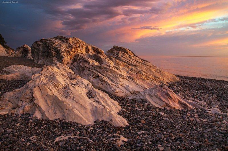 закат, море, пляж, вечер, абхазия, камни Закат у белых скалphoto preview