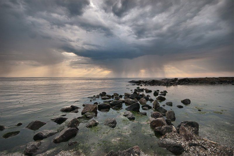 кажется, дождь начинается ...photo preview