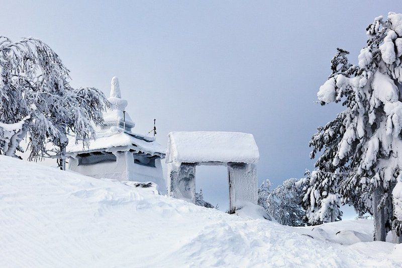 Ворота монастыря и Ступа Пробужденияphoto preview
