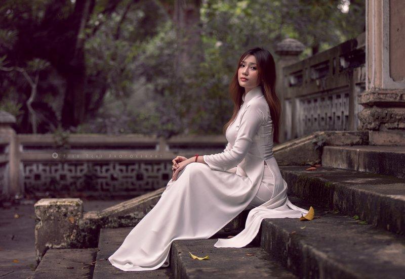 ao dai, long dress, charming, pagoda, traditional, sad Wisfulnessphoto preview