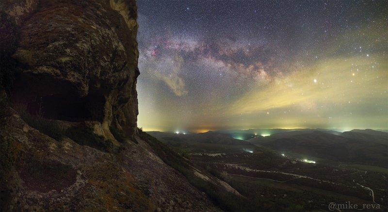 ночь крым ночной пейзаж астрофотография звезды созвездия пещерный город тепе-кермен Тепе-Кермен под звездамиphoto preview