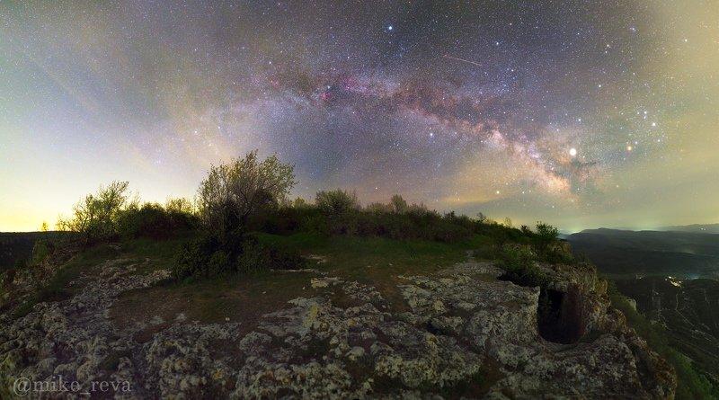 ночь крым ночной пейзаж астрофотография звезды созвездия пещерный город тепе-кермен Млечный путь над Тепе-Керменphoto preview