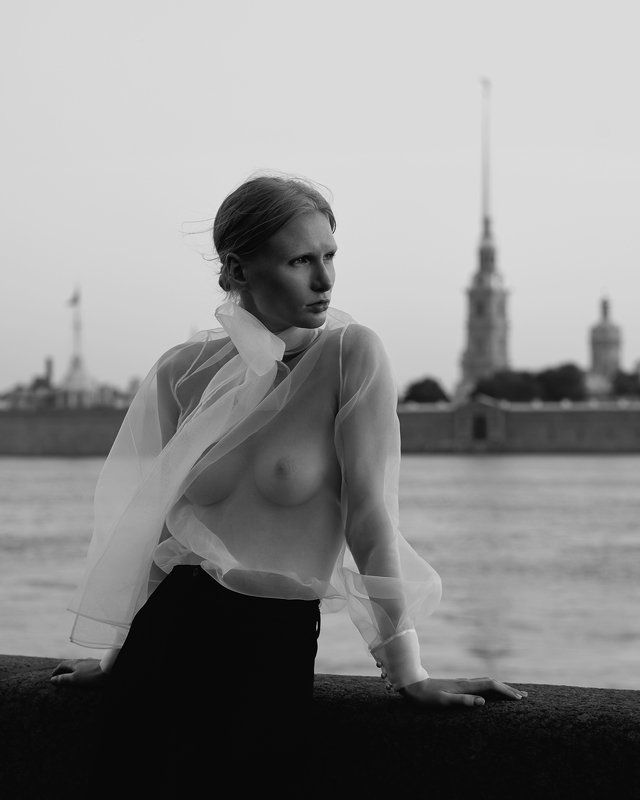 girl, spb, Saint-Petersburg, b&w, black and white, white night, night, morning, dawn, Neva, water, summer,  White nightphoto preview