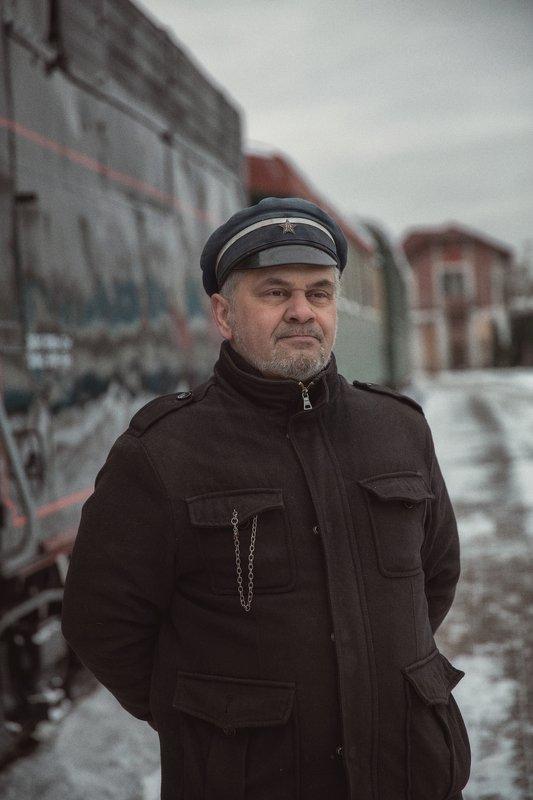 мужчина, поезд, станция Станционный смотрительphoto preview