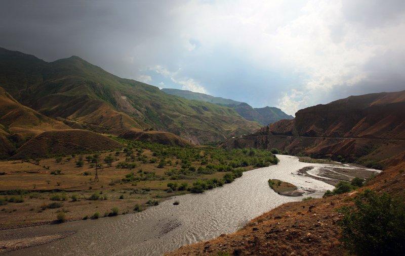 горы,река,вершины,пейзаж,небо,деревья,дагестан,природа Горный пейзаж..photo preview