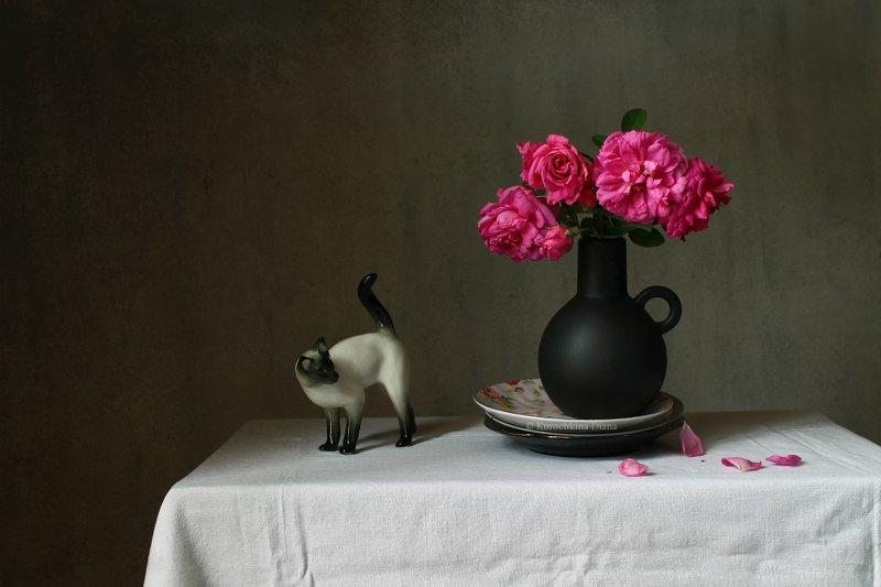 натюрморт, фарфоровый кот, букет, бананы Два натюрморта с одним букетомphoto preview