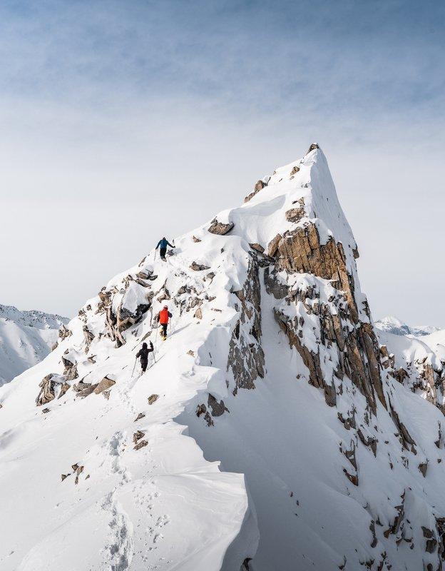 Якутия, горы, снег, хребет Черского Траверс гребня фото превью