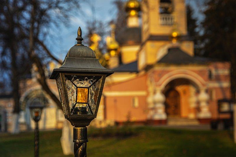 храм, православие Вечер возле храмаphoto preview