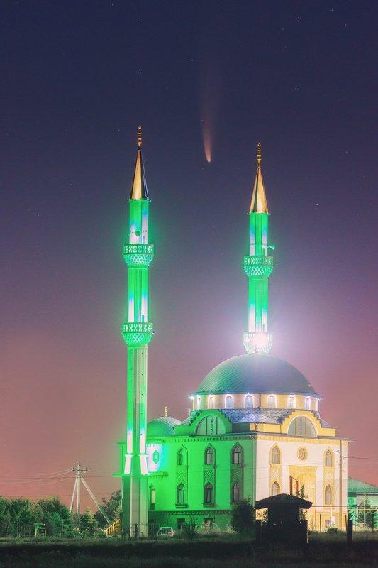 Мечеть Кадыр-Джами и комета Neowisephoto preview