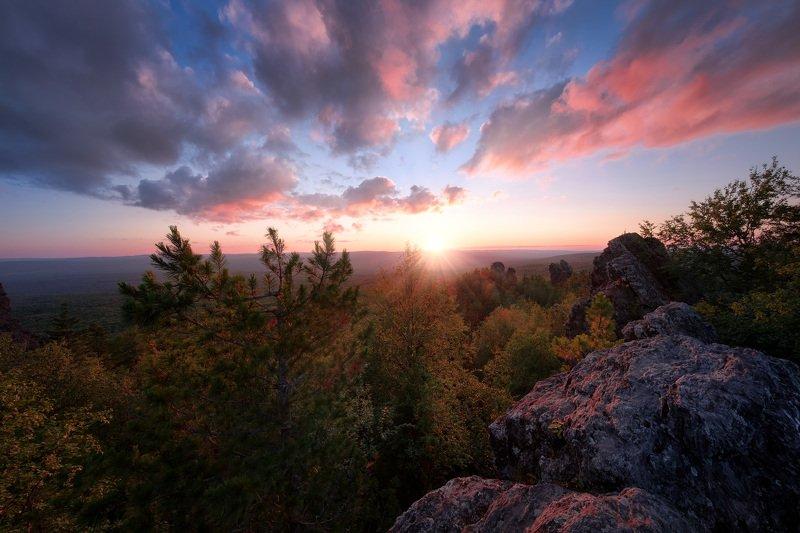 колпаки, гора, скалы, урал, пермь, закат, тайга, небо, облака, солнце, свет Закат на Колпакахphoto preview