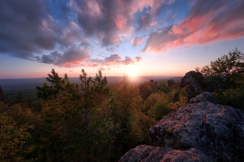 колпаки, гора, скалы, урал, пермь, закат, тайга, небо, облака, солнце, свет Закат на Колпаках фото превью
