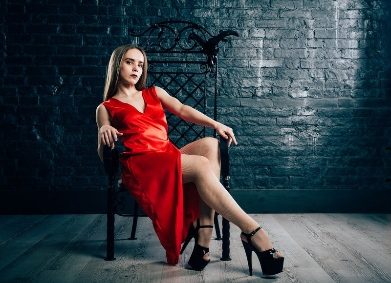 girl,lady,beauty,dark,chair,fashion,dress,beautiful,desire S.photo preview