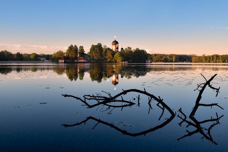 лето,вечер,закат,озеро,храм,отражение вечер в Покровеphoto preview