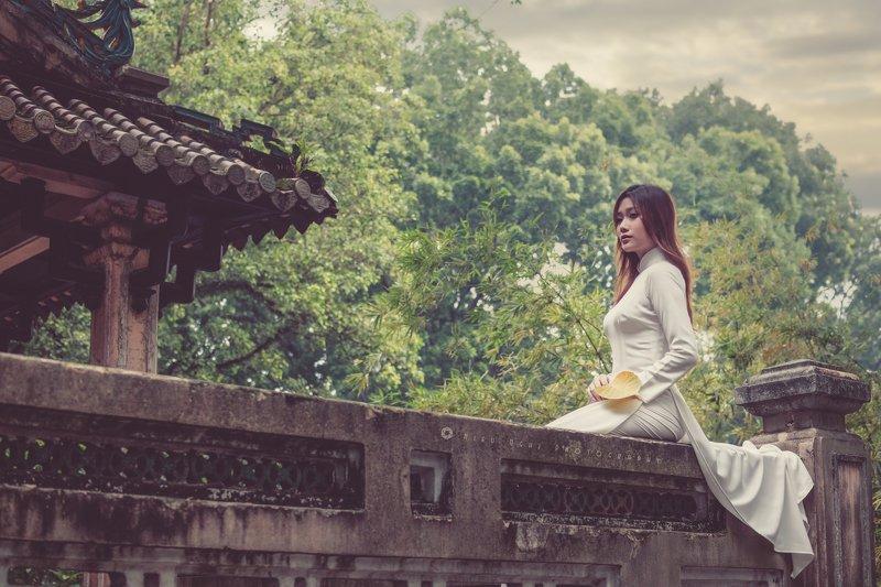 traditional, pagoda, charming, long hair, long dress Waitingphoto preview