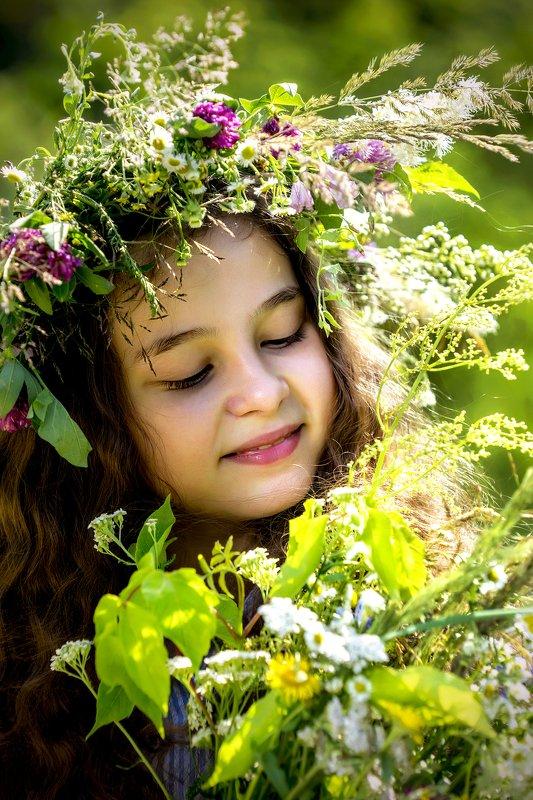 девочка, цветы, венок, букет, лето Цветы летаphoto preview