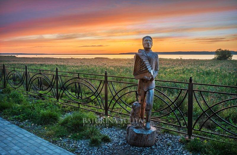 галич, озеро Человек с гармошкойphoto preview