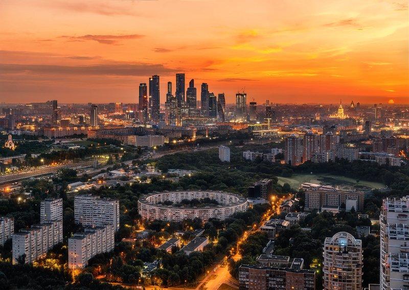 москва сити, москва, деловой центр, солнце, рассвет, архитектура, круглый дом Круглый дом и Москва Ситиphoto preview