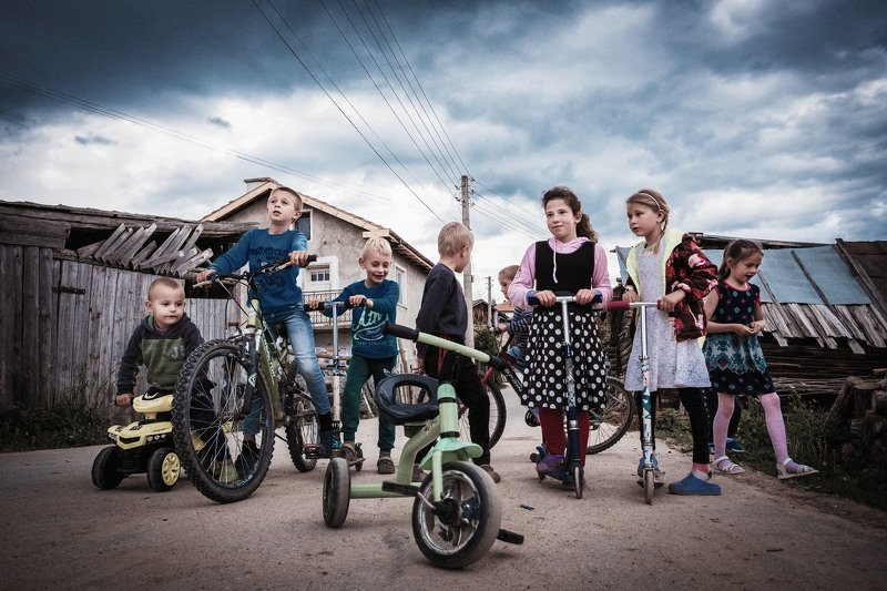 Тhe children from the villagephoto preview