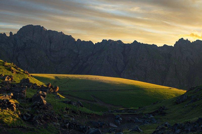 северное приэльбрусье, кабардино-балкария Утро в горахphoto preview