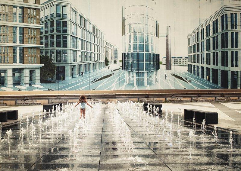 лето, вода, фонтан, дети, жара Лето - это маленькая жизнь...photo preview