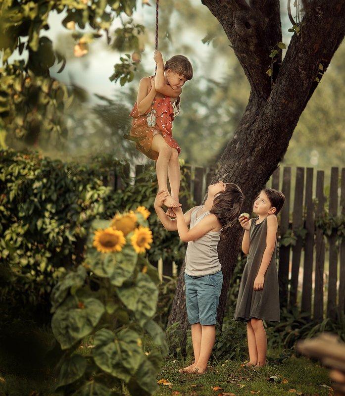 деревня, дети, лето, подсолнух, огород, тарзанка, каникулы в деревнеphoto preview
