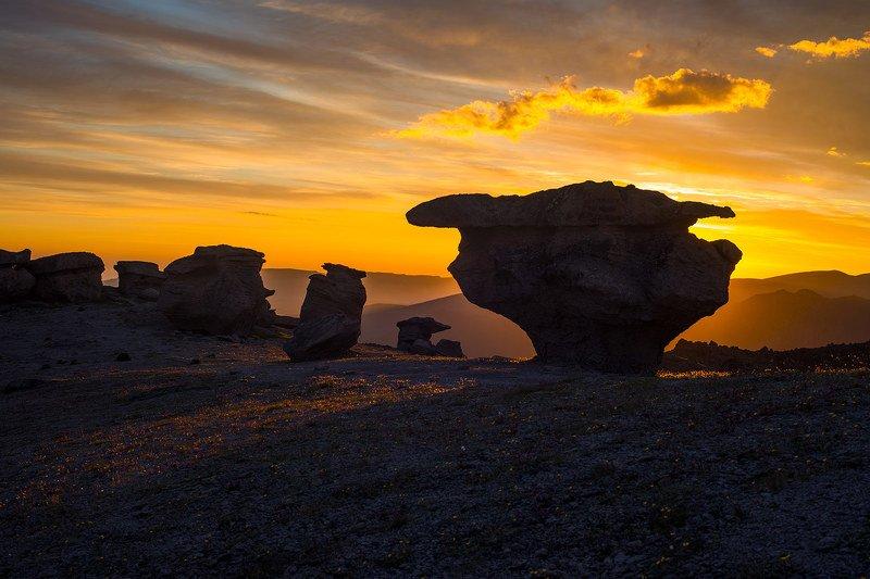 каменные грибы, северное приэльбрусье, кабардино-балкария Рассвет на поляне \