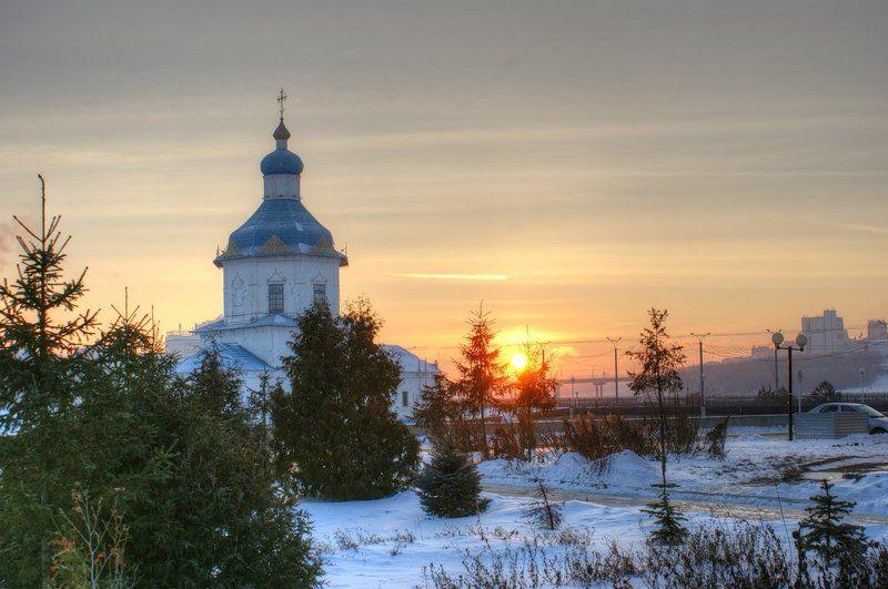 Белый храм над рекоюphoto preview
