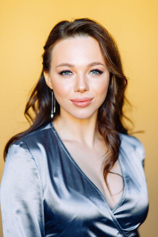 portrait, yellow, model, russian girl, studio Elizavetaphoto preview